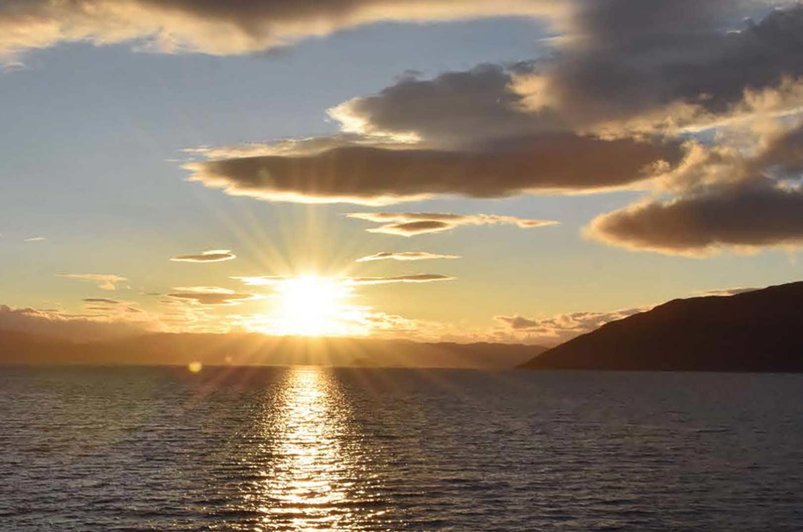 Alta Fjorden byder på et godt havørredfiskeri fra kysten