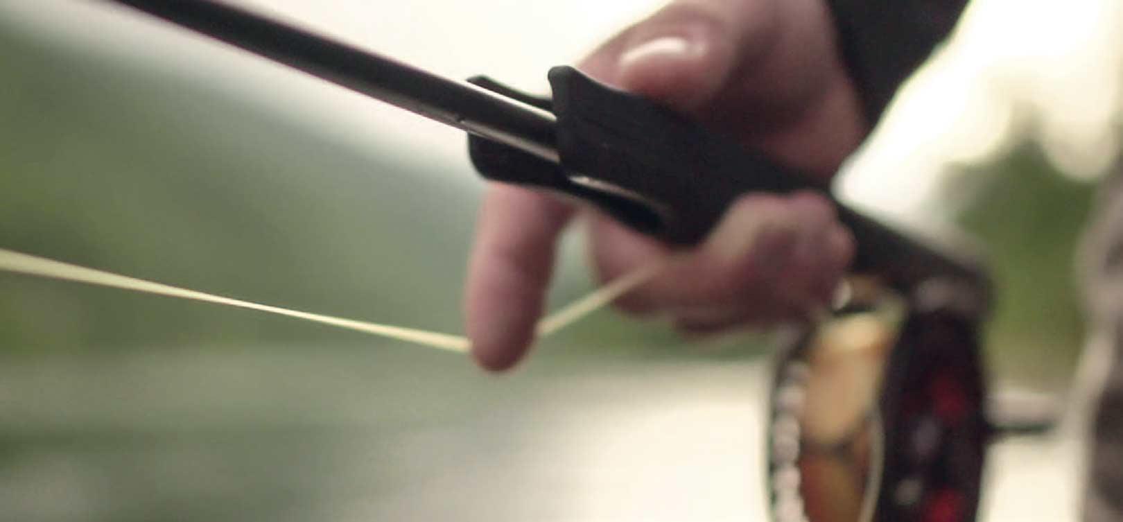 Enhånds fluestænger i klasse 6 og 7 på 10 fod fungerer rigtig godt til denne type fluefiskeri.