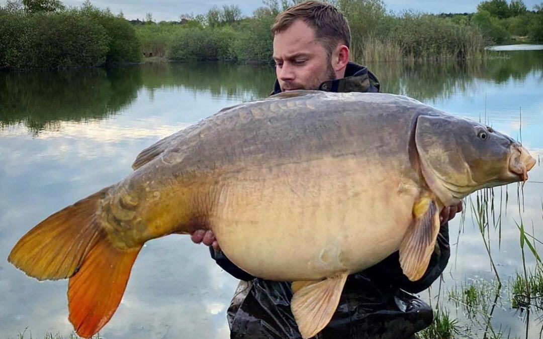 Nichlas Færch med sin flotte 20 kilos karpe fra Brynshøj Put and Take.