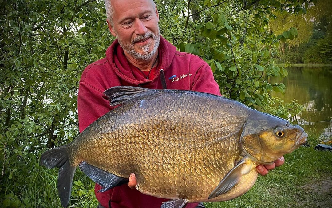 Niklas Graberg med sin flotte 8 kilos brasen