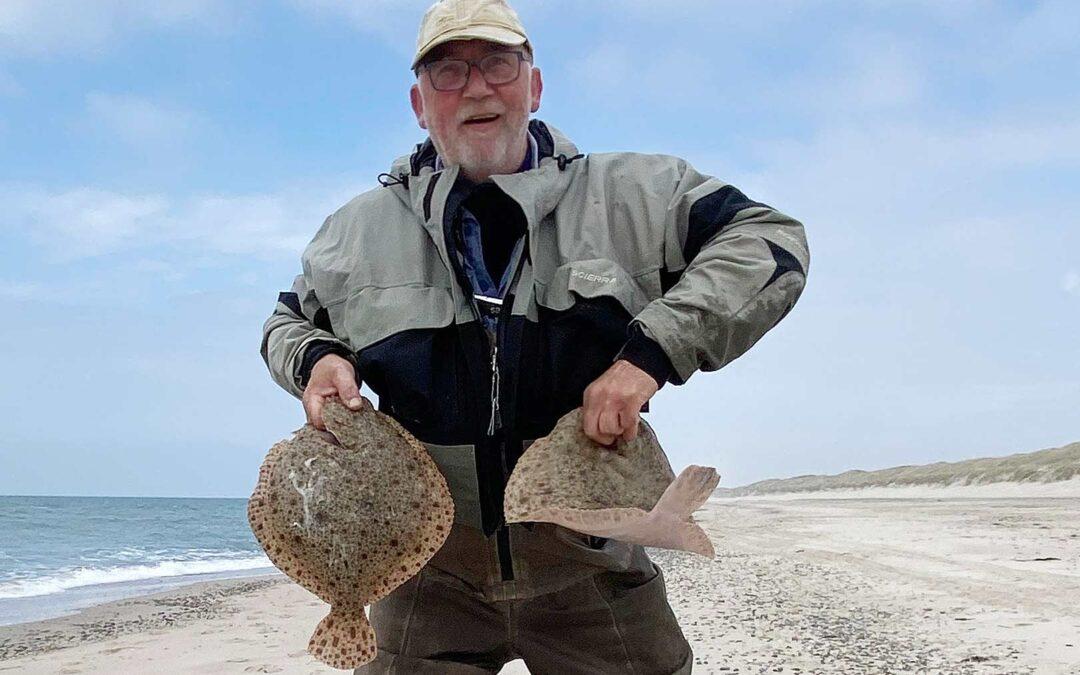 Jesper Mortensen med sin flotte pighvar fra Henne Strand