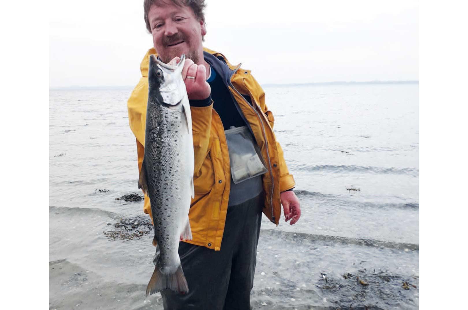 Tobias Hjortkjær Schultz: Blind høne kan også finde et (sølv)korn. Dennne fisk fra februar gjorde en tyk, gammel fiskeskribent glad for en dag.