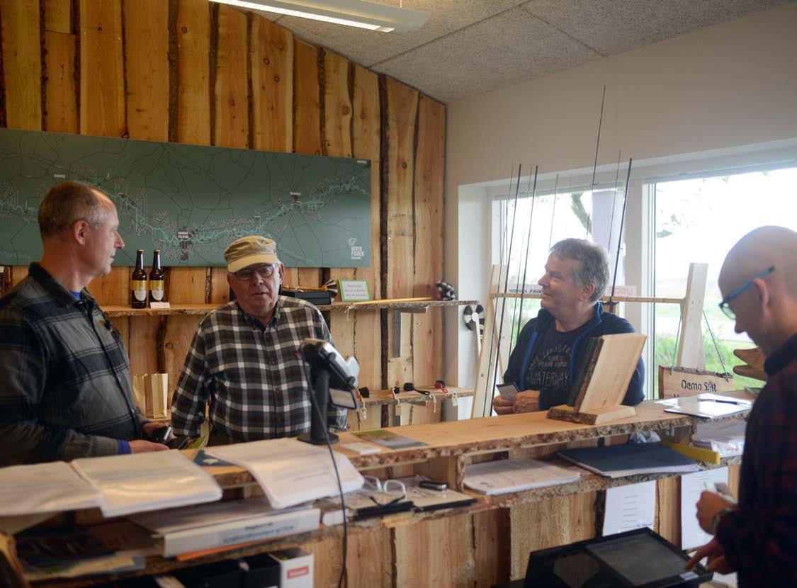 Laksens Hus er et informations- og videnscenter. Her er åben hver dag i laksesæsonen. Udover fiskekort kan du kvit og frit få sidste nyt om fiskeriet i åen af lokale eksperter.