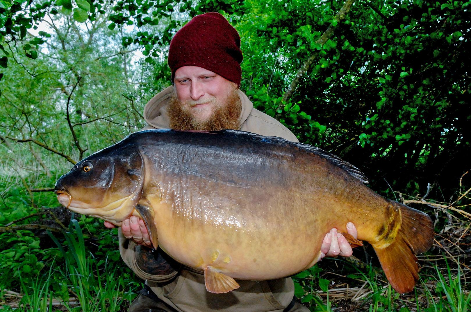 Peder med en 22,5 kilos dansk spejkarpe.
