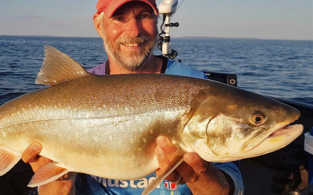 Per Ola Johannesson med sin flotte rødding fra Västtern taget på vertikalfiskeri