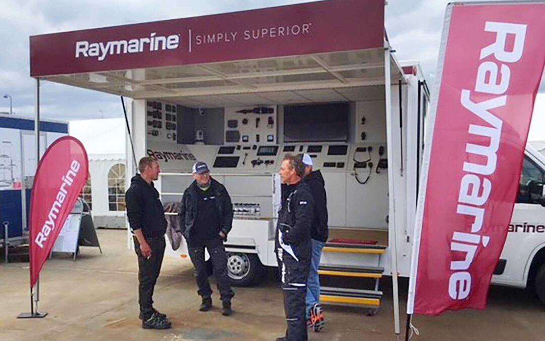 Ved Raymarine Danmarks demobil, kan du altid få et spændede kig og en god forklaring på Raymarines avancerede, men letbetjente marineelektronik.