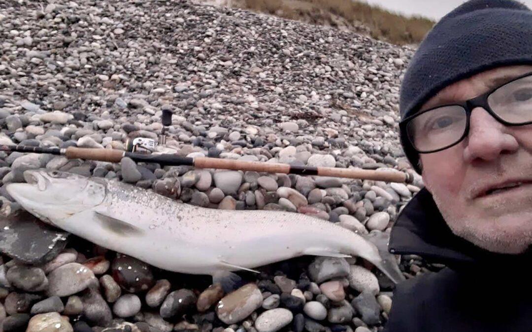 En fin havørred til Steen Lyck som deltager i Kinetic Fiskecup 2021