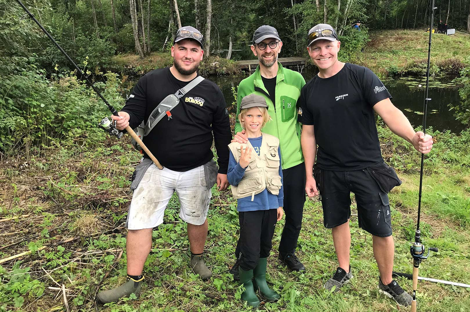 På turen mødte Sebastian og hans far faktrisk gutterne fra Præsten - bla Casper Bjerregaard Larsen, som du kan se til højre.