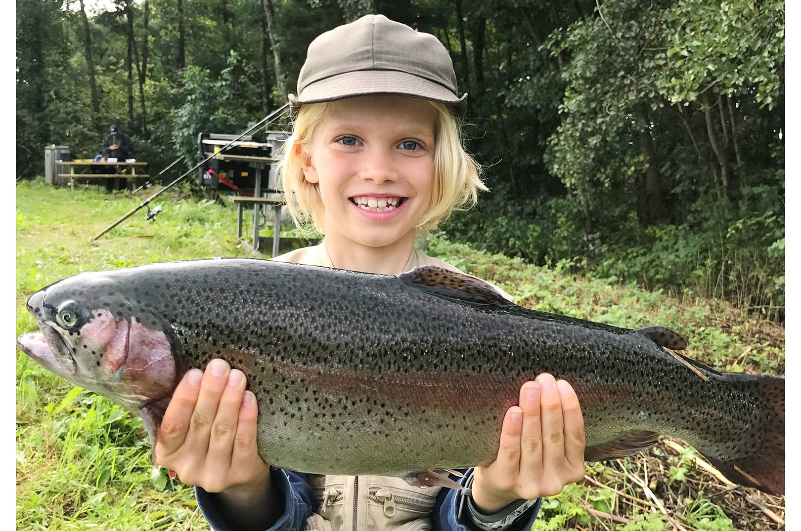 Sebastian udfiskede sin far totalt - her er en af de fisk der måtte bide i græsset. Tillykke med præmien, som du vil få tilsendt snarest.