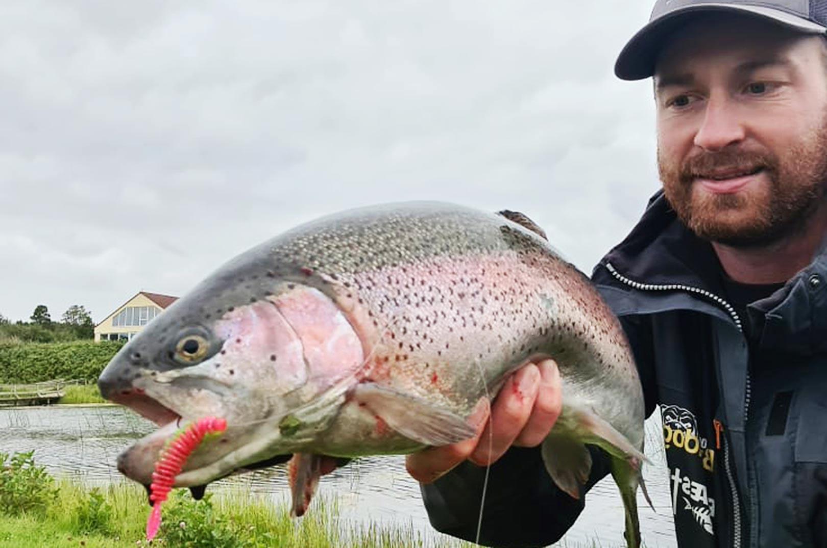 Fiskedoktoren med en fin regnbue fra Fyelmose Put and Take