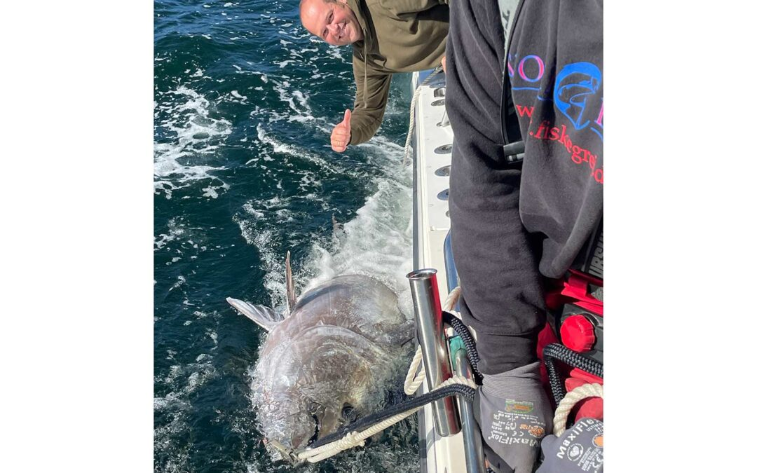 Christian Durup med sin flotte tun taget ud for Gilleleje i Øresund