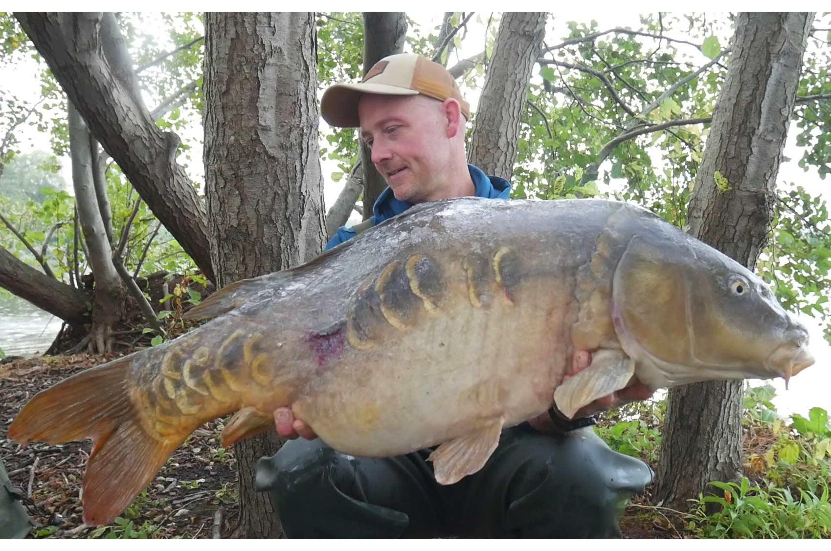 17,9 kilo vejede denne gamle kriger. Øverst ses den på 18 kilo. Begge fisk blev landet efter en lang fight i åkanderne.