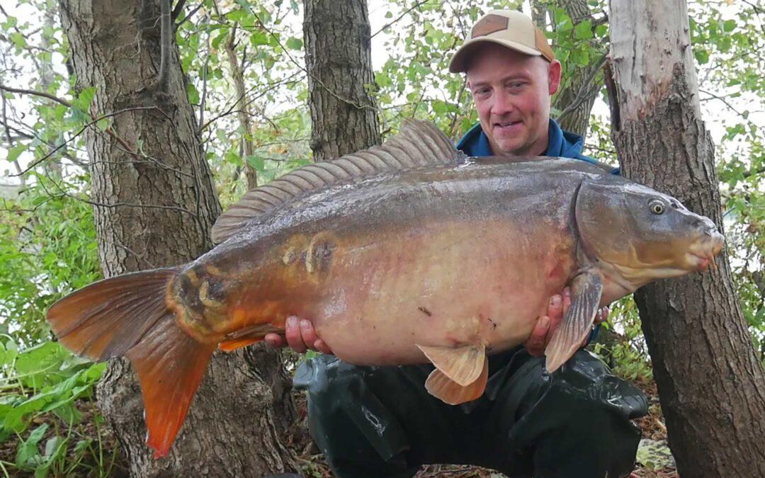 Allan Christiansen med sin superflotte spejlkarpe på 18 kilo