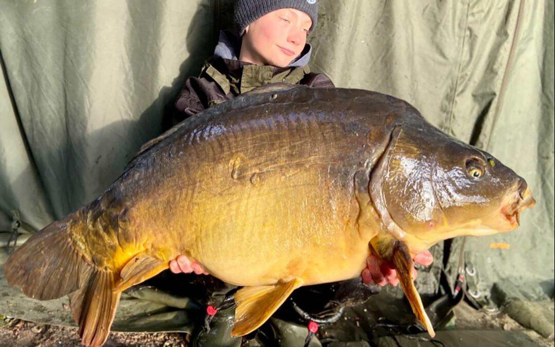 Jens Hansen med sin flotte spejlkarpe på over 15 kilo