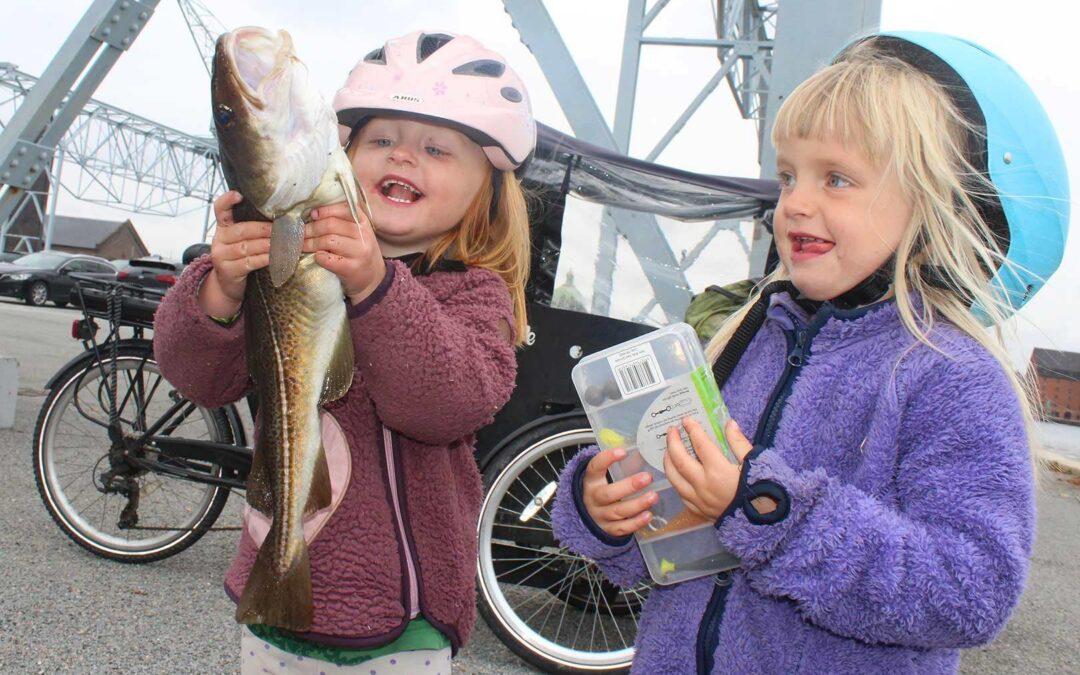 Fria og Bjørk med en flot torsk fra Københavns Havn
